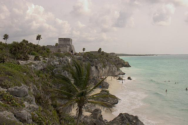Although picturesque, the Mayan site of Tulum, in the state of Quintana Roo, is actually small in comparison to major Maya sites such as Chichen Itzá or Uxmal.
