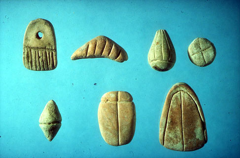 (Fig. 2) Plain tokens from Jarmo, Iraq, ca. 6500 BC, Courtesy the Oriental Institute, the University of Chicago.