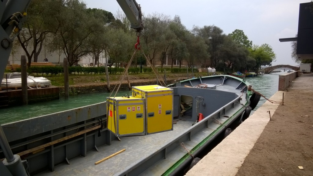 Loading the Ferry in Venice. Image courtesy of Gabriela Truly, The Blanton Museum of Art