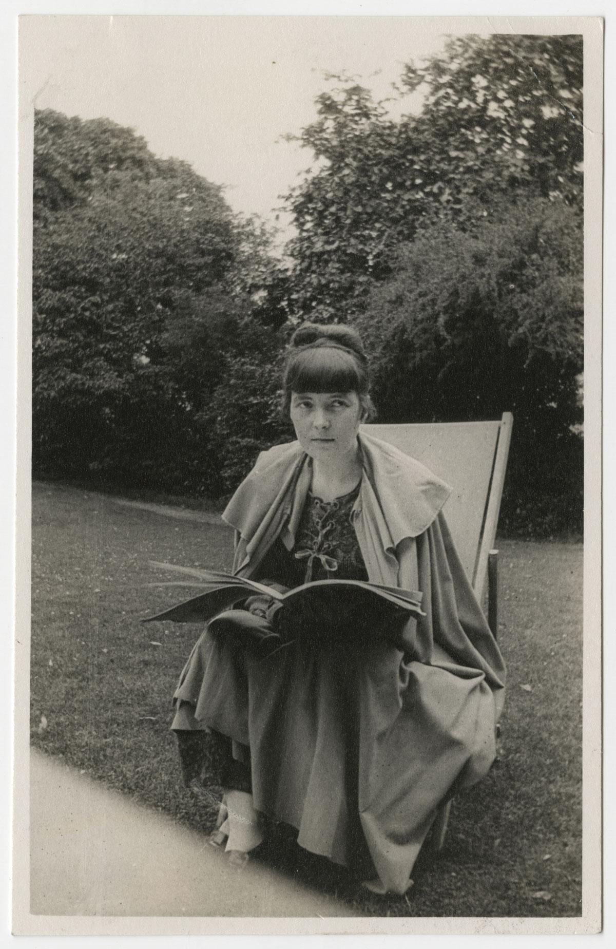 Undated portrait of Katherine Mansfield.