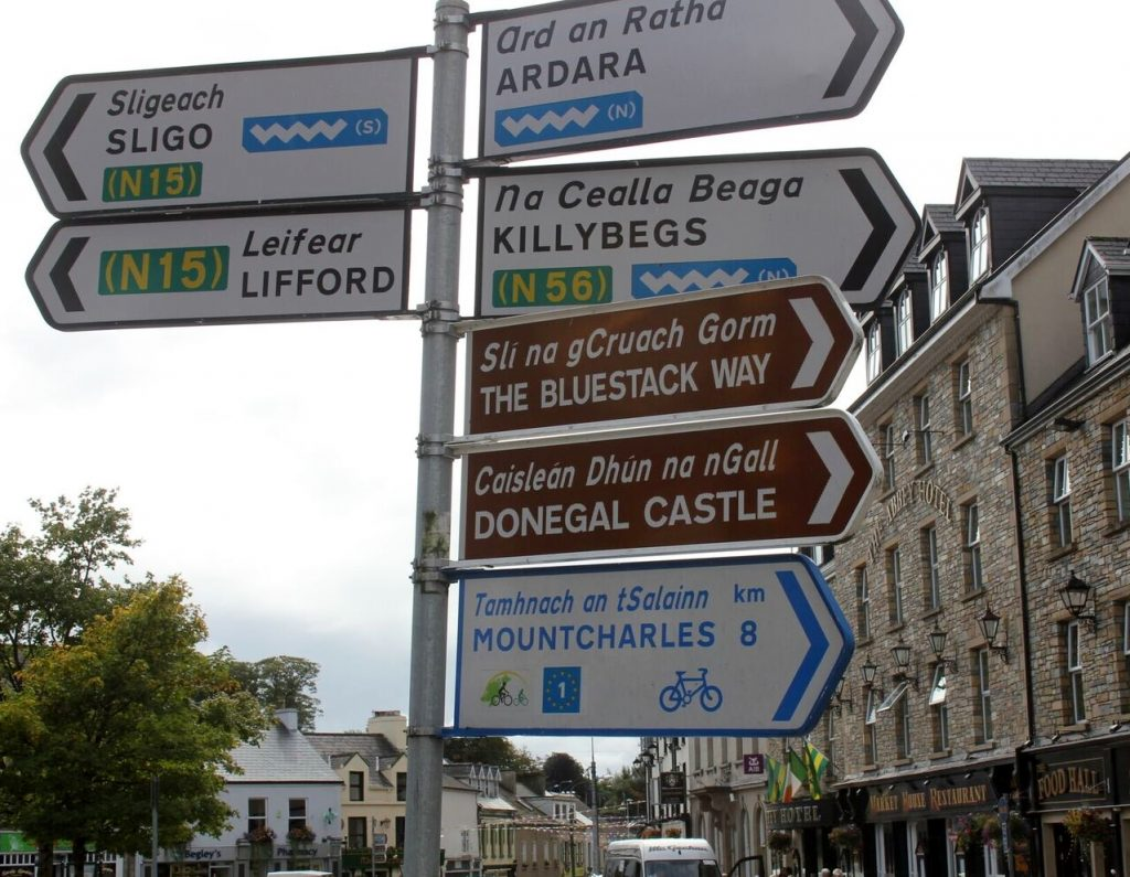 Signs in Irish (Gaelic) and English, photo by Endicott