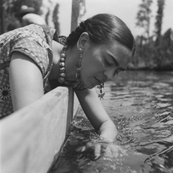 Fritz Henle. Frida Kahlo at Xochimilco, Mexico. 1937. © Fritz Henle Estate.