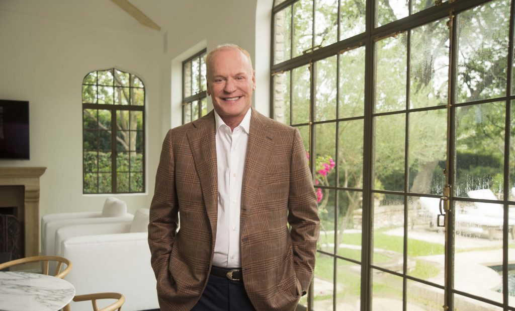 Hicks, Steve 2017 in his home