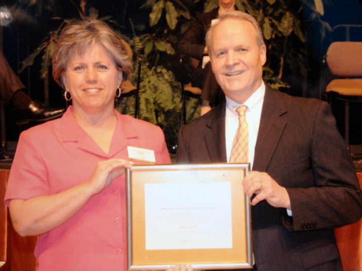 Judy Nevels with former President Larry Faulkner in 2004