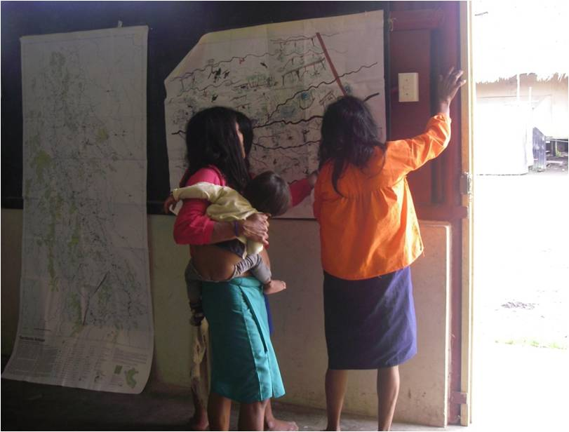Participatory mapping in indigenous communities of Rio Corrientes, Perú. Photo courtesy Wendy Pineda.