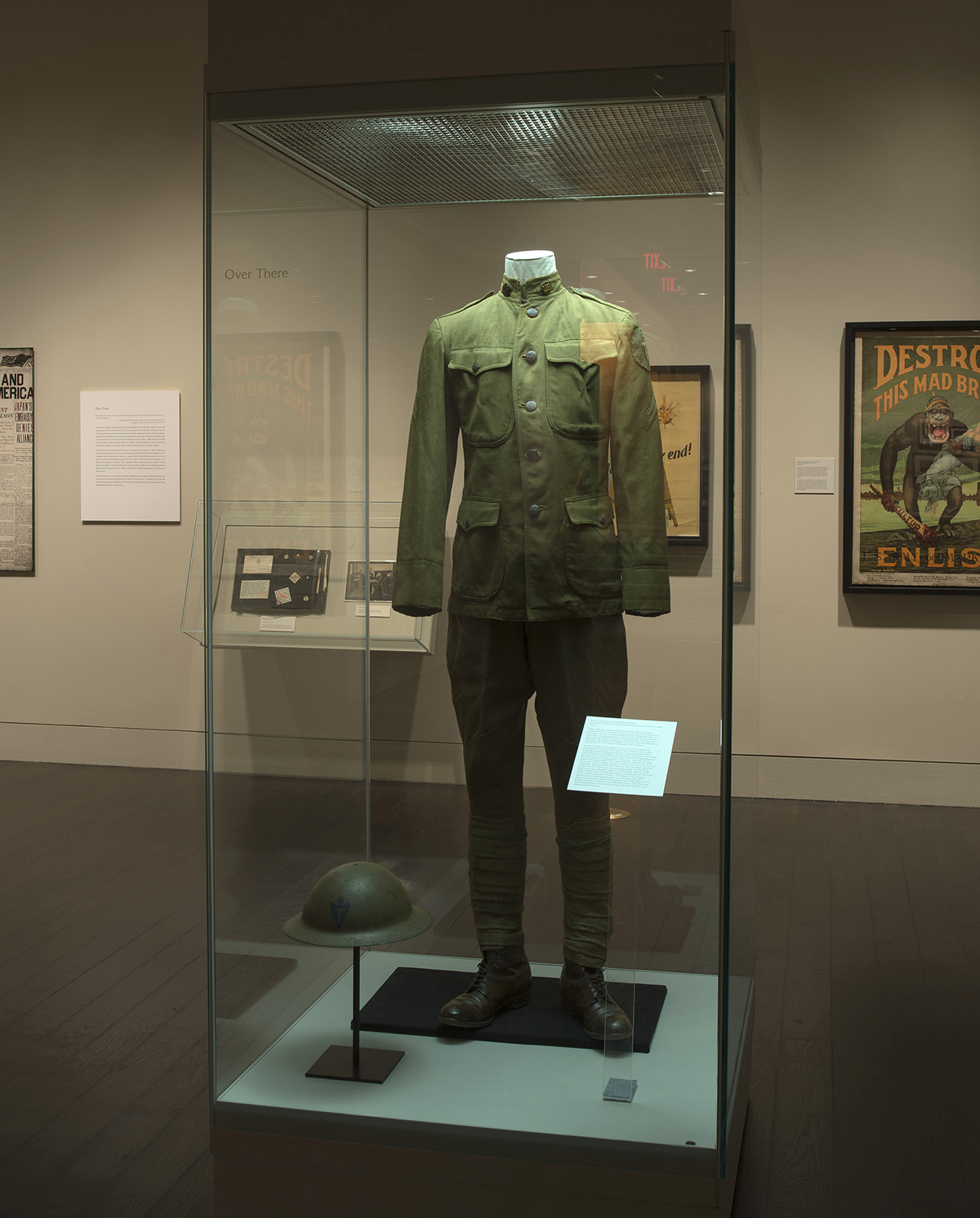 "World War I uniform on display in Ransom Center's exhibition ""The World at War, 1914-1918."" Photo by Pete Smith."