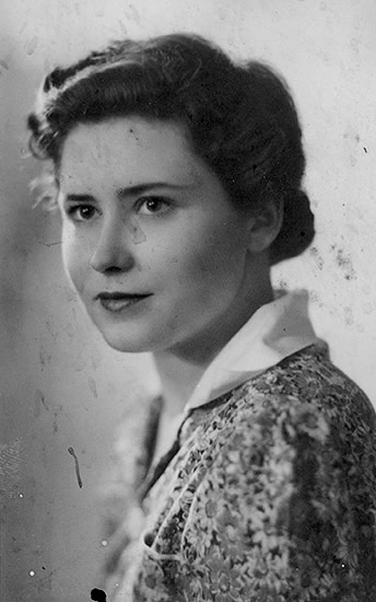 Doris Lessing, unknown photographer. Ca. 1950s.