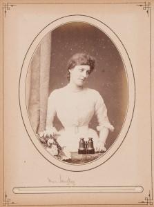 W. & D. Downey (British, active 1855–1940), [Lillie Langtry], ca. 1880. Albumen print (cabinet card), 6 ½ x 4 ¼ in. Gernsheim collection, 964:1020:0006, f TR 655.11 C526 HRC-P