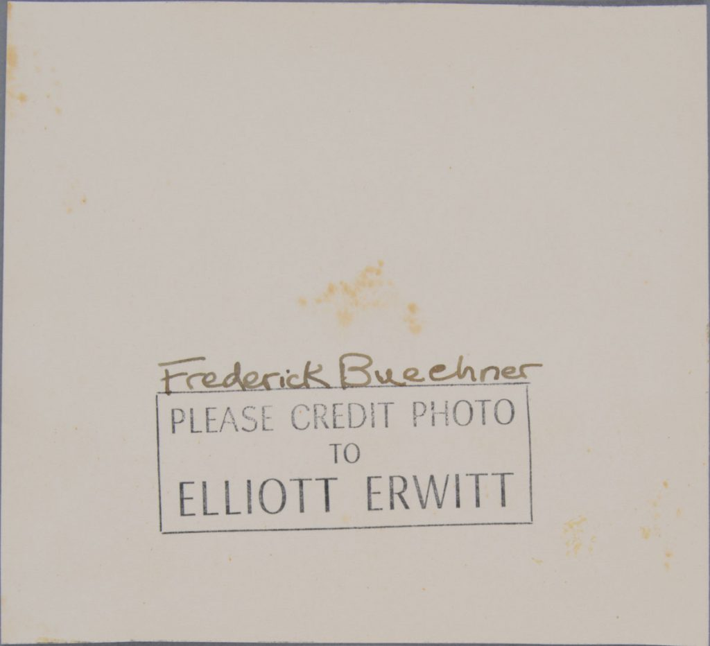 Después de tratamiento - Anverso después de remoción de adhesivos, y reverso.  Elliott Erwitt (Estadounidense, nacido en Francia 1928), Lawrenceville, New Jersey [Frederick Buechner], 1949. Plata gelatina sobre papel de fibra, 11.6 x 12.7 cm. Alfred A. Knopf, Inc. Records, Harry Ransom Center. © Elliott Erwitt / Magnum Photos