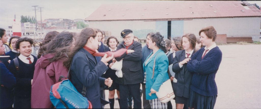 García Márquez in Puerto Montt, Chile, surrounded by schoolchildren who ran up to him when their teacher spotted him on the beach.