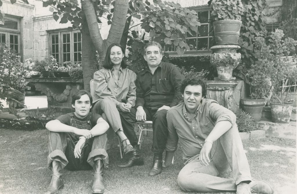 Gabriel García Márquez with Mercedes Barcha and their children, Rodrigo and Gonzalo in 1980.