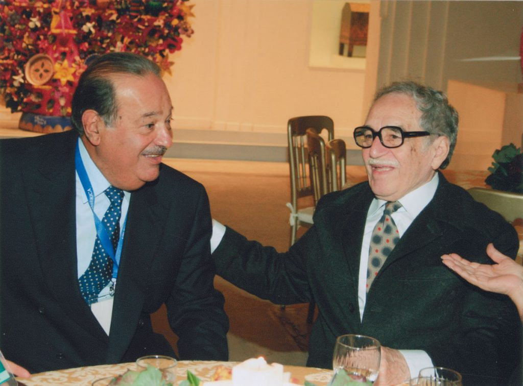 With Mexican businessman Carlos Slim at the Foro Iberamericano, Museo de Arte Popular, 2006.